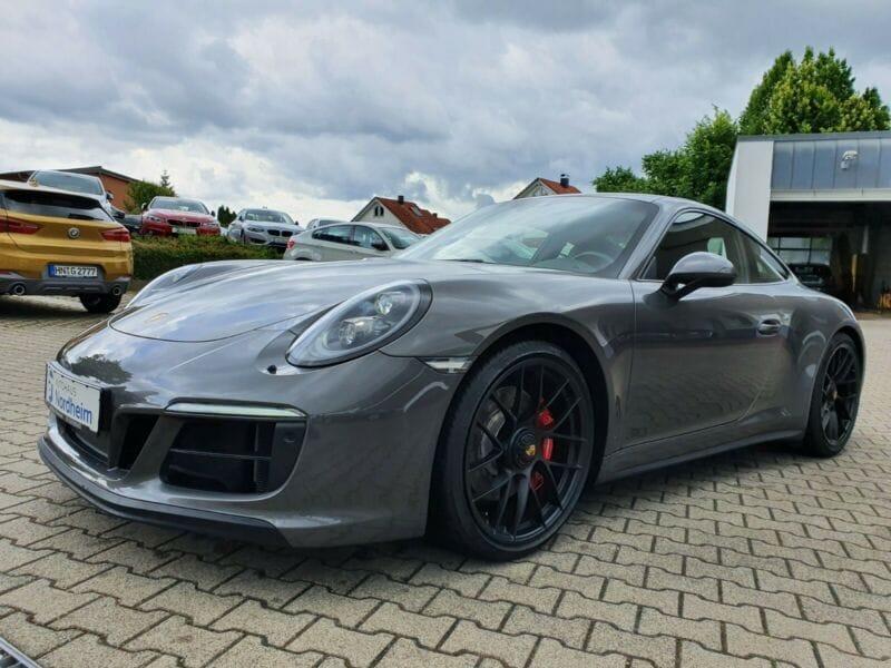 Porsche 911 Carrera 4 GTS Sport